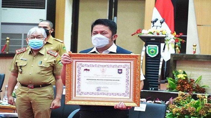 Paling Tepat Waktu Selesaikan TLHP, Mendagri Anugrahi Pemprov Sumsel Penghargaan