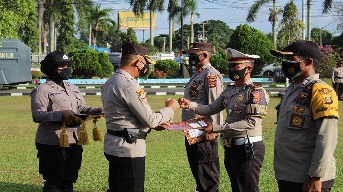 Polres Ogan Ilir Beri Penghargaan 17 Personel Sigap Tanggulangi Karhutla
