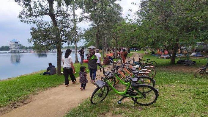 Tempat Wisata Jakabaring Sport City Palembang Buka, Banyak Pengunjung Pilih Bersantai di Tepi Danau