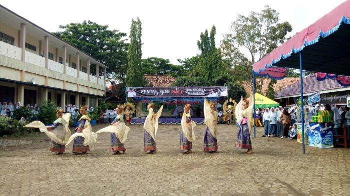 Melihat Serunya Tari Glory of Sriwijaya di Pensi SMKN 5 Palembang