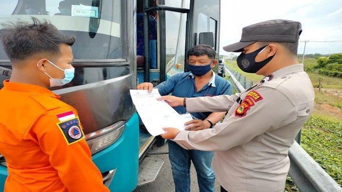 Hari ke-8 Penyekatan di Gerbang Tol Kramasan, 123 Kendaraan Menuju Jawa Diminta Putar Balik