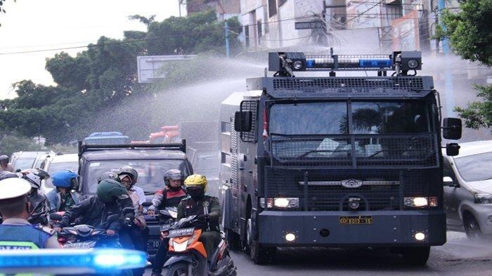Wakapolda Sumsel dan Danrem 044/Gapo Lepas Kendaraan Penyemprotan Disinfektan wilayah Kota Palembang
