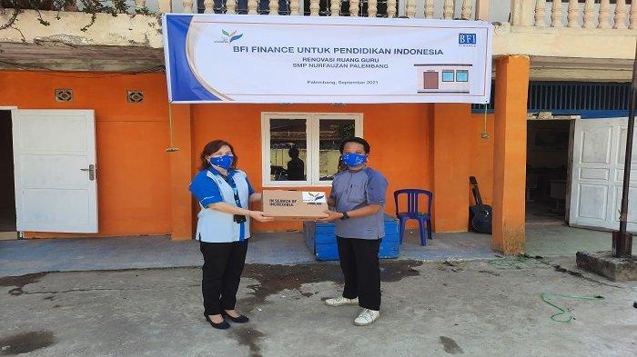 BFI Finance Peduli Pendidikan, Salurkan Bantuan untuk Sekolah di Palembang - penyerahan-bantuan-bfi-finance-kepada-smp-nurfauzan.jpg