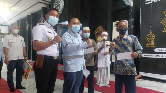 Cegah covid 19, PTBA Beri Bantuan APD untuk Masjid dan Musala