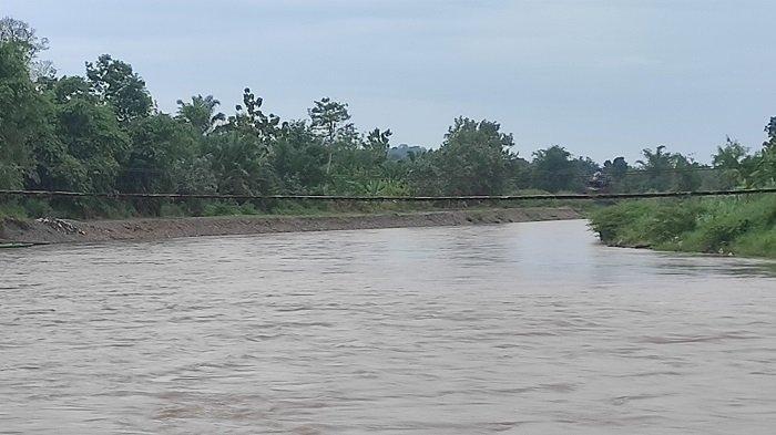 Penyetrum Ikan Mondar-mandir di Sungai Musi Empat Lawang, Warga Minta Aparat Bertindak