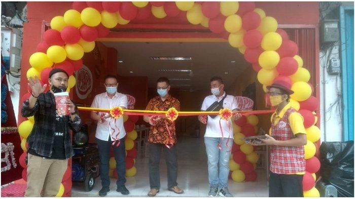 Henky, Owner Nyapii Palembang saat opening resto di Jalan Palembang di Jalan Lingkaran 1 BO 386 Dempo Luar seberang Indomaret Dempo, Kamis (24/12/2020).