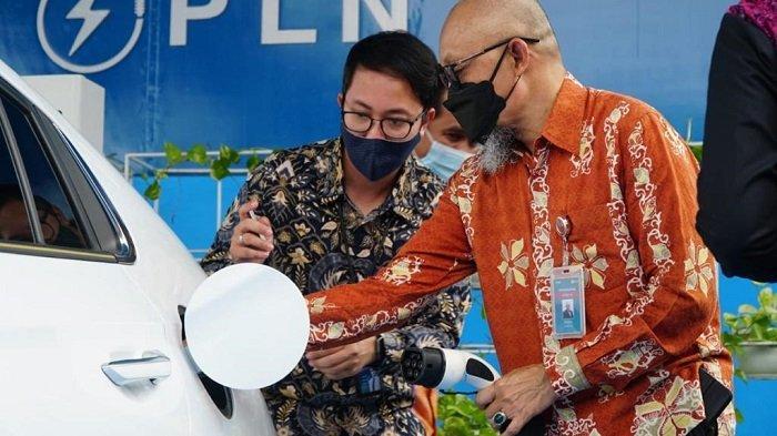 Mulai Hari Ini, Palembang Sudah Punya Charger Mobil Listrik Untuk Umum - peresmian-stasiun-pengisian-kendaraan-listrik-umum-spklu-pln-yang-pertama-di-sumatera-selatan-2.jpg