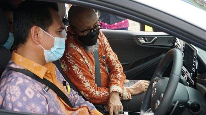 Mulai Hari Ini, Palembang Sudah Punya Charger Mobil Listrik Untuk Umum - peresmian-stasiun-pengisian-kendaraan-listrik-umum-spklu-pln-yang-pertama-di-sumatera-selatan-3.jpg