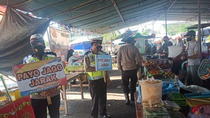 Polres Ogan Ilir Gelar Operasi Yustisi dan Bagikan Masker di Pasar Beduk