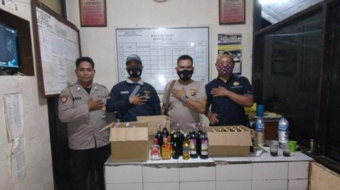 Polsek Muara Kuang Razia Warung Miras di Tengah Desa, 44 Botol Miras Berbagai Merek Diamankan