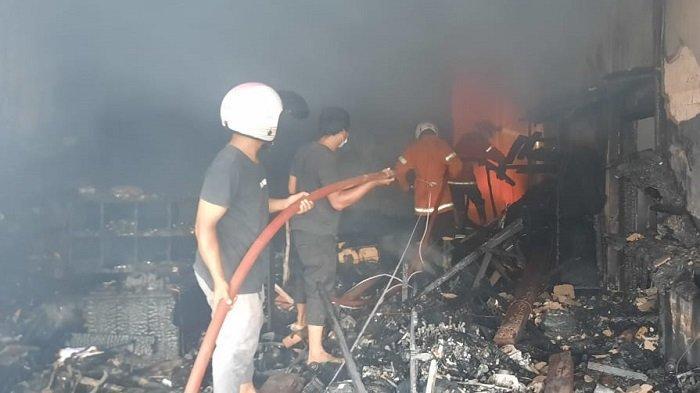 BREAKING NEWS- Kebakaran Ruko di Bayung Lencir Muba Minggu Pagi, Tiga Orang Meninggal Dunia