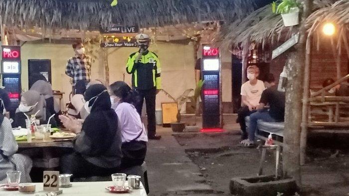 Satlantas Polres Ogan Ilir Sosialisasi Prokes ke Kafe-kafe di Indralaya