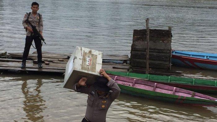 Polres Muba Bantu Distribusikan Logistik Pilkada
