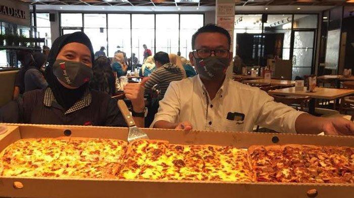 Pizza Limo Panjang 1 Meter Jadi Favorit di Palembang, Ini Harganya