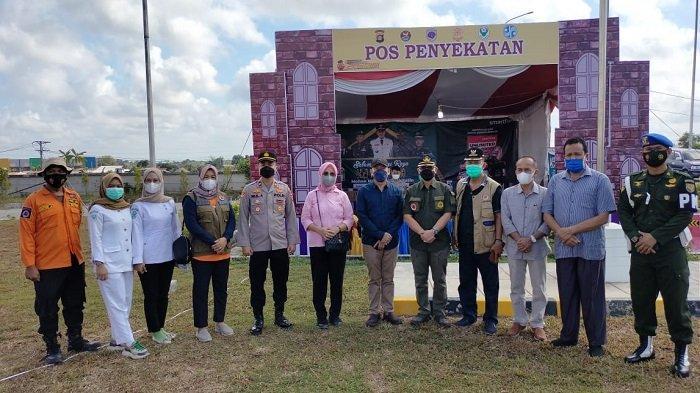 Kapolsek Pemulutan Sambut Sekda Ogan Ilir Tinjau Pos Penyekatan di Gerbang Tol Kramasan