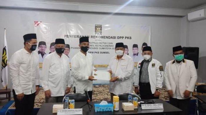 PKS Serahkan SK DPP ke Hendra Gunawan untuk Bertarung di Pilkada Musi Rawas 2020