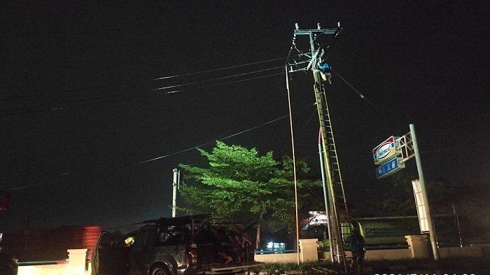 PLN Kerja Keras Pulihkan Gangguan Listrik di Palembang - pln-kerja-keras-pulihkan-gangguan-listrik-di-palembang-1.jpg