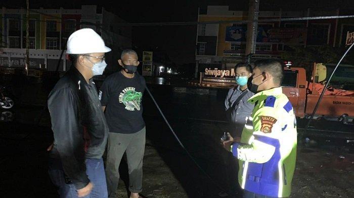 PLN Kerja Keras Pulihkan Gangguan Listrik di Palembang - pln-kerja-keras-pulihkan-gangguan-listrik-di-palembang-2.jpg