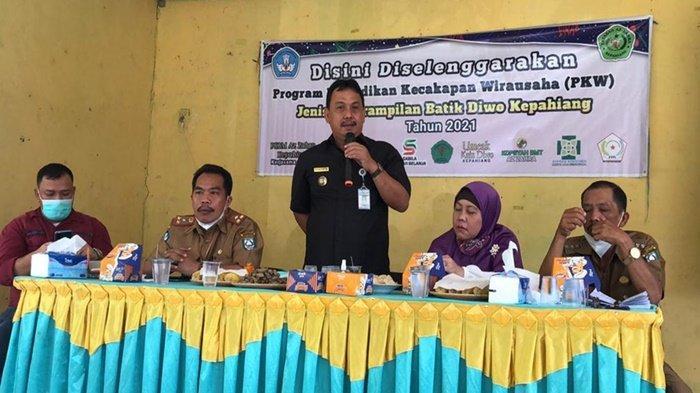 Lestarikan Motif Kain Khas Kepahiang, Rumah BUMN Binaan PLN dan Pemkab Gelar Pelatihan Batik Diwo - pln-mengadakan-pelatihan-ketrampilan-membuat-batik-diwo-kepahiang.jpg