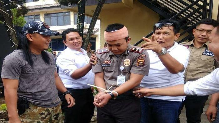 Polisi Gadungan di Palembang - Pura-pura Berobat Pakai Perban, Saat Dibuka Ternyata, Begini Modusnya