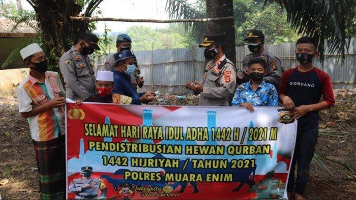Polres Muara Enim Serahkan Hewan Kurban Untuk 5 Ponpes, Teladani Sikap Ikhlas Melayani Nabi Ibrahim