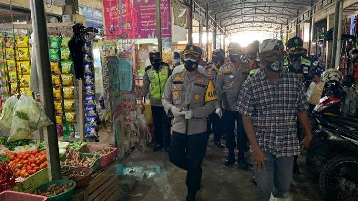 Tindak Lanjut Perintah Kapolri, Kapolres Ogan Ilir AKBP Yusantiyo Launching Penyemprotan Disinfektan
