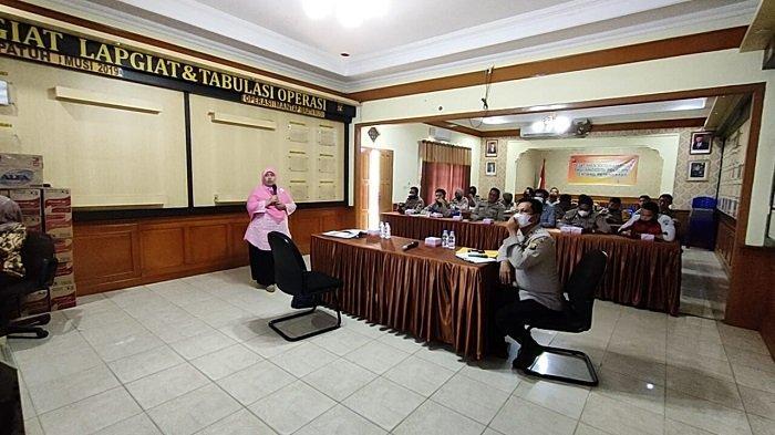 Kasat Binmas AKP Makmun Buka Pelatihan Keterampilan Peternakan bagi Anggota Polri dan PNS Polres OI
