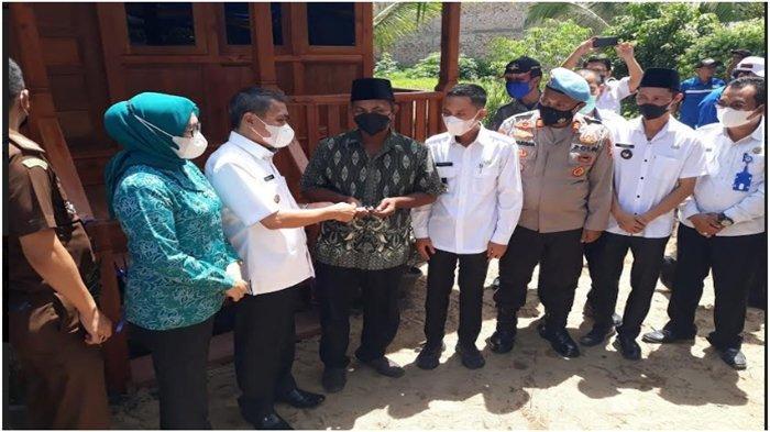 Kasi Propam Polres OI dan Kapolsek Indralaya Hadiri Harpernas 2021 dan Penyerahan Bantuan Rumah