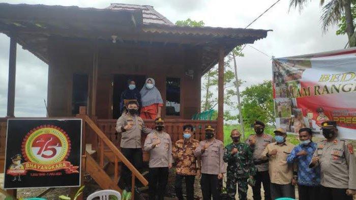Kapolres OI Resmikan Rumah dan Serahkan Sertifikat Tanah kepada Pasutri Miskin Viral di Pemulutan