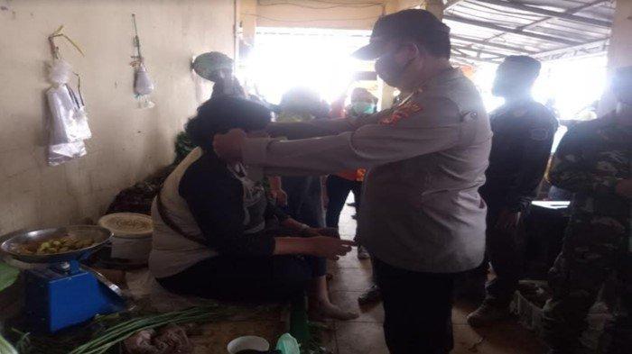 Ogan Ilir Zona Merah Tetapkan PPKM Level 4, Polsek Indralaya Sosialisasi Prokes di Pasar Tradisional