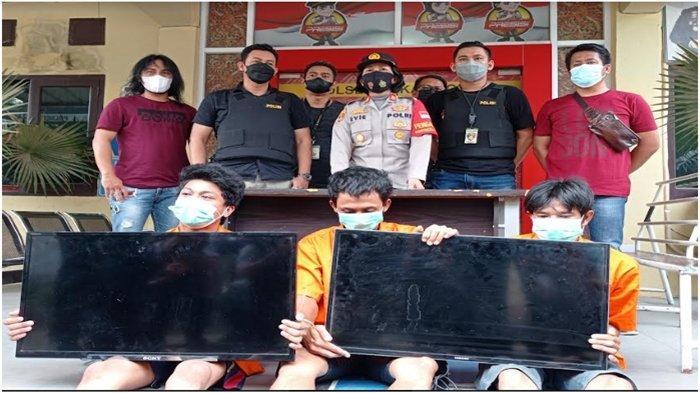 Ketagihan Judi Slot, Dua Pria Bersahabat Nekat Bobol Rumah di Palembang