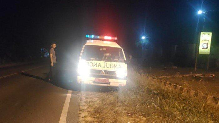Polsek Lubai Polres Muara Enim mengawal dan mengantar langsung bersama mobil ambulans Puskesmas Beringin ke kediaman almarhum Paridi (45) warga Desa Srikarang Rejo, Kecamatan Lalan, Kabupaten Muba, Jumat (12/6/2021).