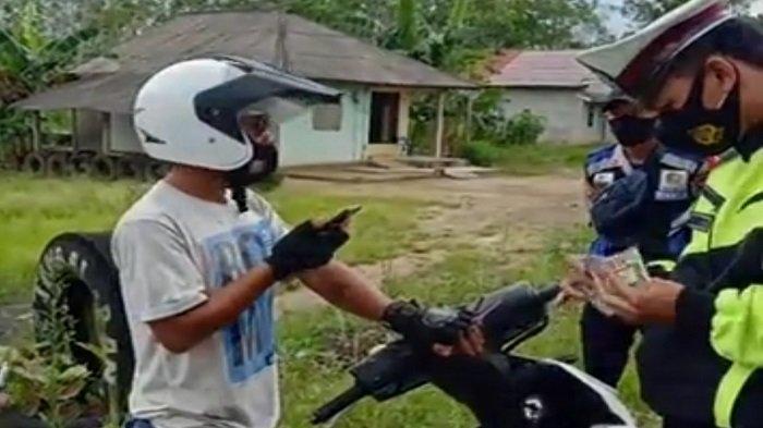 Tertahan di Pos Sekat Sumsel- Lampung, Guntur Lolos Usai Video Call Kerabat di Rumah Duka