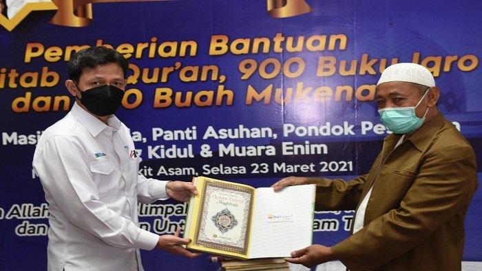 PT Bukit Asam Tbk (PTBA) memberikan bantuan, 2.257 Kitab Al- quran,Buku Iqrok dan mukenah dalam acara bertajuk