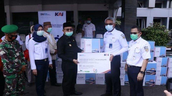 PT KAI Divre III Palembang Serahkan Ribuan Masker Senilai Rp 125 Juta ke Pemkab Muara Enim