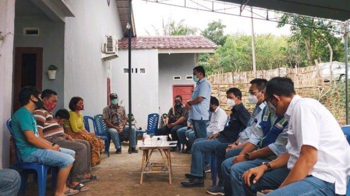 Direksi PTBA Sambangi Rumah Karyawan PT PAMA Federik Hansen, Korban Tertimbun Tanah Longsor