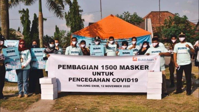 Putus Rantai Penyebaran Covid, PTBA Bagikan 1.500 Masker Gratis