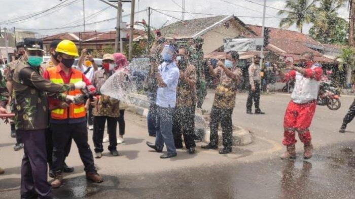 Cegah Penyebaran Corona, PTBA Bagikan 4.000 Masker dan Semprotkan 4000 Liter Disinfektan
