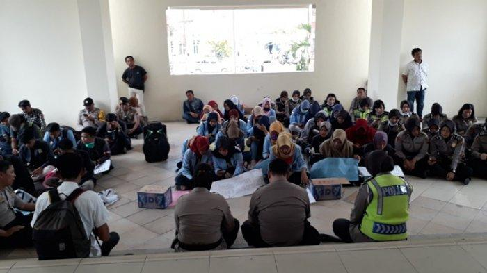 Demo diGedung Dewan, Mahasiswa Prabumulih Gelar Yasinan Bersama