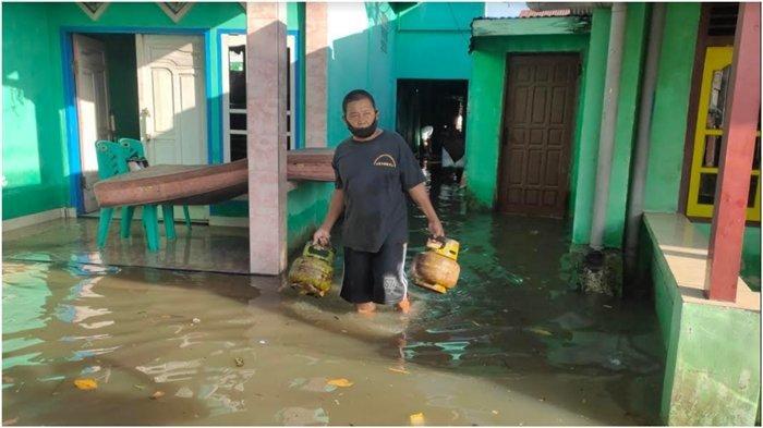 Hujan Deras Guyur Muara Enim Dini Hari Tadi, Puluhan Rumah Terendam, Ketinggian Air 50 Cm