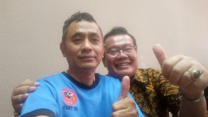Rangga Sasana petinggi Sunda Empire bersama pengacaranya Erwin Syahrudin di Mapolda Jabar.