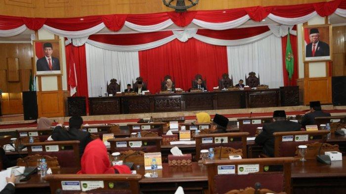Wagub Mawardi Sampaikan Jawaban Gubernur terhadap Pemandangan Umum Fraksi Terkait Raperda