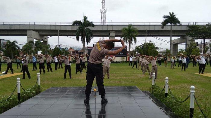 Mulai Hari Ini Ratusan Polisi Wajib Senam Pagi di Halaman Mapolresta Palembang