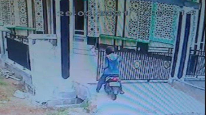 Pencuri Pecahkan Kotak Amal Masjid di OKU Timur, Bawa Kabur Uang, Aksinya Terekam CCTV