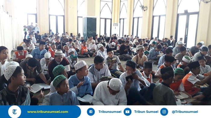Ribuan Warga Palembang Ikuti 10 Jam Tilawah 10 Juz Al Quran Bersama 1000 Pecinta Al Qur'an