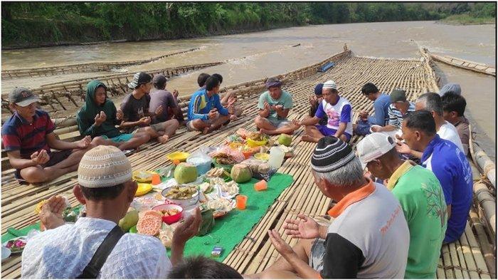 Tradisi Menangkap Ikan di Empat Lawang Pakai Lumpatan, Habiskan Uang Hingga Rp 50 Juta