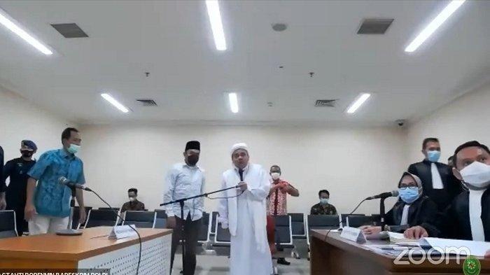 Habib Rizieq Shihab saat dihadirkan secara virtual dalam sidang di Pengadilan Negeri Jakarta Timur, Jumat (19/3/2021).