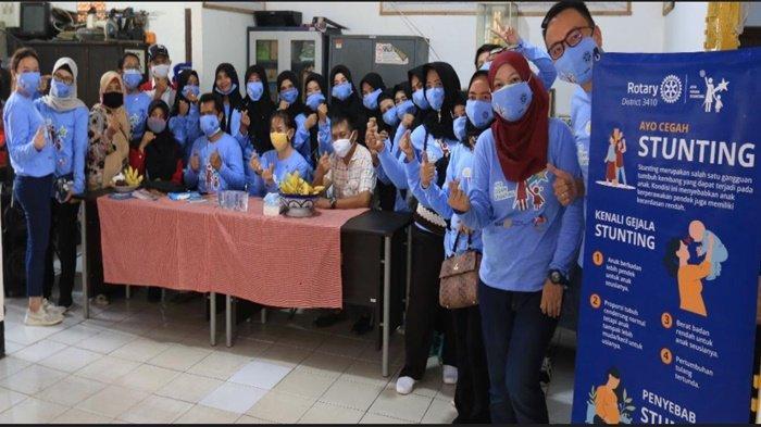 Beri Makanan Bergizi, Kader Posyandu Indonesia- Rotary Club Launching Program Ayo Cegah Stunting