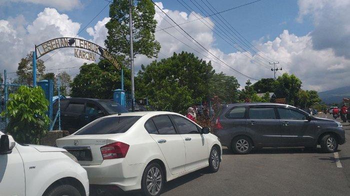 Banyak Pengunjung Serbu Rumah Makan Lesehan di Pagaralam, Diberlakukan Sistem Antrean