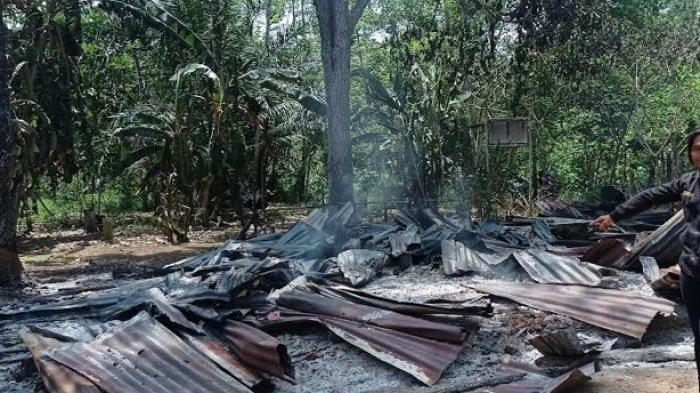 Kakek Ali Histeris Lihat Rumahnya Terbakar, Sempat Hendak Menerobos Masuk